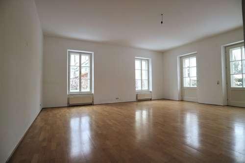 Großzügige 3-Zimmer-Wohnung mit Wintergarten und Terrasse