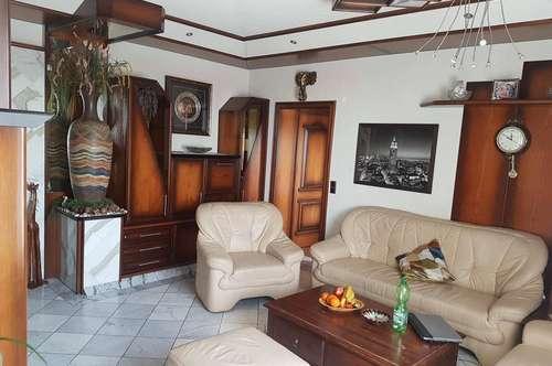 Schöne Große und Vollmöbelirte Wohnung in Perg