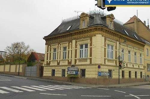 Historisches Eckhaus aus 1895 mit drei Fremdenzimmern. Gefühlvoll restauriert.