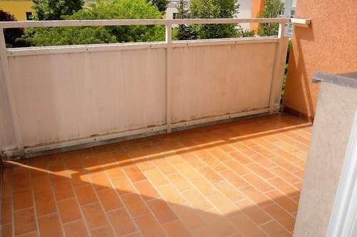 Helle 2-Zimmer-Wohnung mit hofseitigem Balkon & TG-Platz