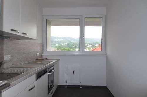 Urfahr, 80 m² inkl. Loggia, ruhig mit herrlicher Fernsicht! Küche möbliert! Generalsaniert! Parkplätze beim Haus! WG-geeignet!