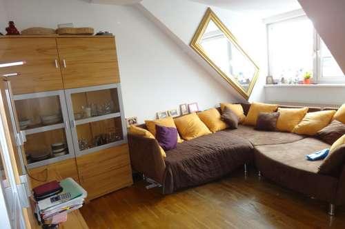 2 Zimmer Dachgeschoßwohnung Nähe Hoßplatz