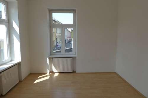 helle sonnige 4-Zimmermietwohnung in Zentrumslage - 5 Minuten zur Bahn