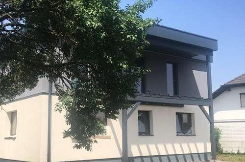 Haushälfte mit Eigengarten - neu renoviert