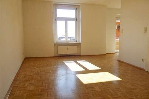 Floßlendplatz - Entzückende 2 Zimmerwohnung mit Balkon für Pärchen oder Singles!!