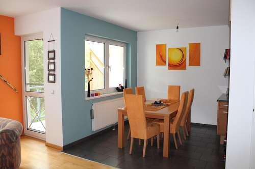 Hochwertige möblierte Mietwohnung mit Balkon und Parkplatz in Wr. Neustadt (Zentrums- und Krankenhausnähe)