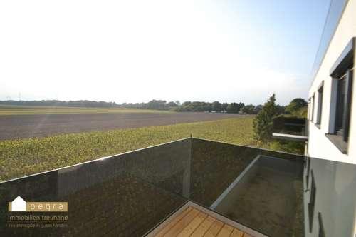 Neubau-Erstbezug und Provisionsfrei mit Balkon Top 11 mit tollem Ausblick!