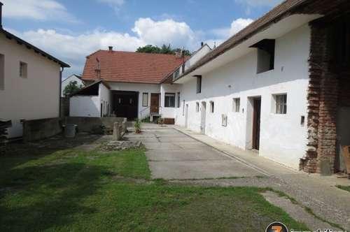Traditionelles Landhaus mit Nebengebäude