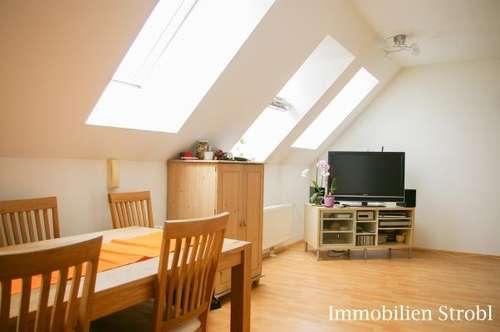 MIETE: Tolle 2-Zimmer-Dachgeschoßwohnung im Zentrum von Seekirchen