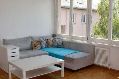 Große WG-taugliche 4 Zimmerwohnung mit Loggia/Wintergarten