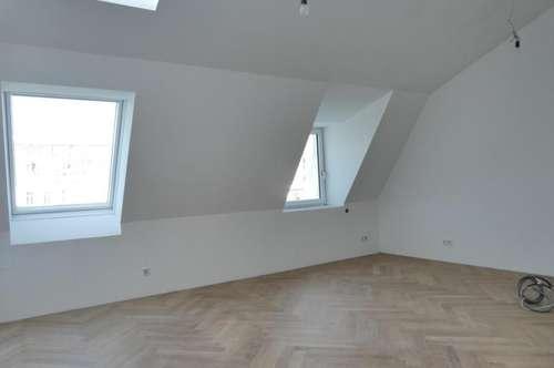 Neuwertiger DG-Ausbau mit großer Terrasse - Traumlage und ab sofort!!