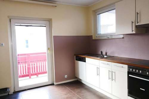 !*Schöne, großzügige 4-Zimmerwohnung mit Terrasse im Zentrum Krumpendorf*!