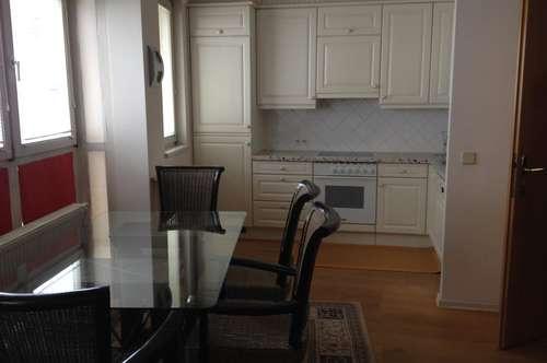 3-Zi.Wohnung mit Balkon und 2  Garagenplätzen in zentraler Lage zu vermieten