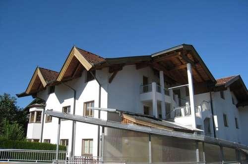 ID 0571 - MIETE ! Gemütlich und neuwertig ! Dachgeschosswohnung mit 3 Schlafzimmern und großem Wohnraum, praktisch, gepflegt und sofort frei !