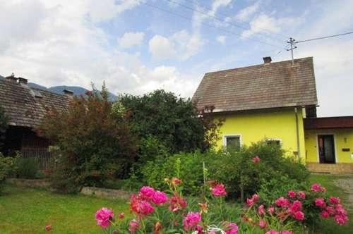 Wohnhaus (renovierungsbedürftig) mit einem großzügigen Grundstück