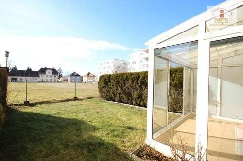 Wunderschöne 2 Zimmer-Gartenwohnung mit 50m² Eigengarten, Blick ins Grüne, ein Carportplatz + ein Parkplatz