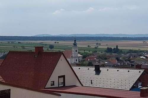 Paul & Partner: Eigentumswohnung in kleiner Wohnhausanlage - an den Hängen des Leithagebirges