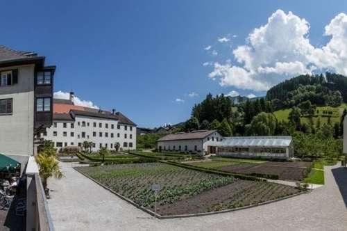 Tagescafe mit Gastgarten im Erdgeschoss, in Schwaz