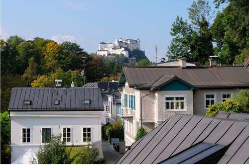 AM ARENBERG: Traumhafte 3-Zimmer-Altbau-Wohnung mit Festungsblick