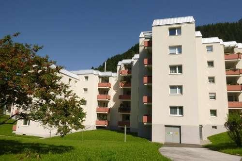 Barrierefreie, preiswerte drei Zimmer-Wohnung mit einladender Loggia inklusive Wohlfühlgarantie! Ausgewählte Nachbarschaft!