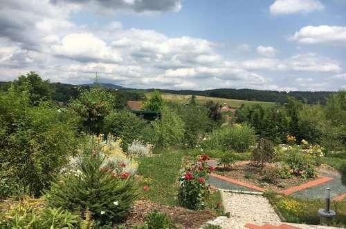 Renoviertes Bauernhaus mit 3 Wohneinheiten , Innenhof, Garten mit Teich!
