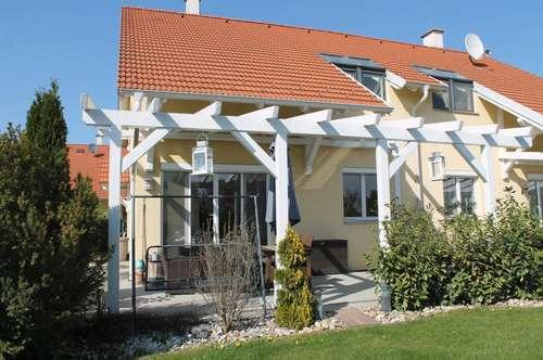 Perfekt ausgestattetes, den höchsten Anforderungen entsprechendes Miethaus mit eigenem Garten.