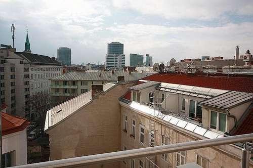 + Außergewöhnliche 5 Zimmer-DG-Wohnung mit Terrasse + nähe Innenstadt für individuelles Wohnen