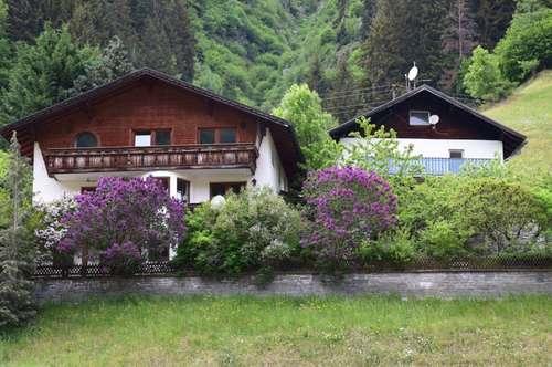 2 Gebäude = Mehrfamilienhaus mit 3 Wohnungen und ehemalige kleine Fremdenpension in Sellrain