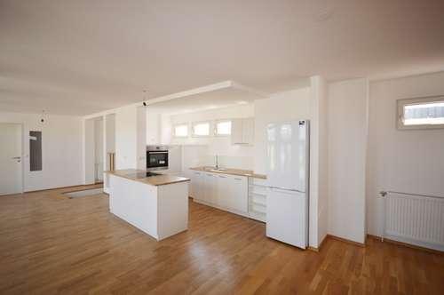 *WUNDERSCHÖNE 4-er WG-WOHNUNG mit Terrasse, großem Wohnbereich und 2 Badezimmer!!*