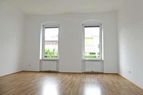 ALT-URFAHR: Stilvoll renovierte und großzügige 2 Zimmer-Altbauwohnung