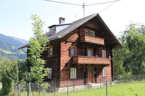 Holzhaus mit Lagergebäude in Ruhelage zu verkaufen