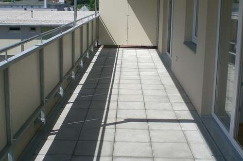 Ruhige sonnendurchflutete 2 Zi Dachgeschoß mit 34,75 qm Dachterrasse mit Blick auf Patscherkofel und Unterinntal