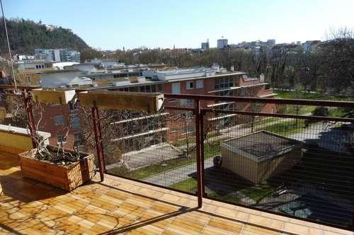 Exklusive 4-Zimmer-Wohnung mit Loggia und Balkon an der Murpromenade