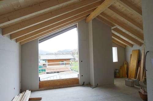 Sonnige, helle Dachterrassenwohnung  im 2.OG/Top5 mit großer süd-westseitiger Dachterrasse und südseitiger Loggia   -    Heimelige, kleine Wohnanlage in Holzbauweise in St.Veit i.Pg.