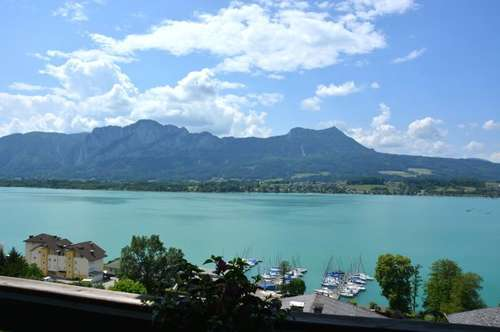RARITÄT ! ! ! TRAUMLAGE ! ! ! Sensationeller Mondseeblick INKLUSIVE - Topgepflegte 3 Zi. Wohnung in Mondsee-Hilfberg mit Einzelgarage