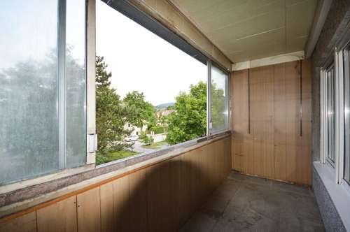 Gut aufgeteilte 106 m² Wohnung mit Loggia in schöner Grünruhelage - sanierungsbedürftig!!!