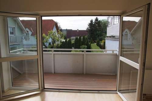 Felixdorf: Balkon, drei Zimmer, Nähe Bahnhof!