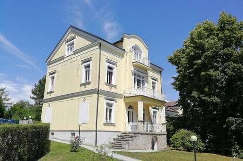TOP Altbau-Wohnung mit Balkon - Erstbezug nach Sanierung!