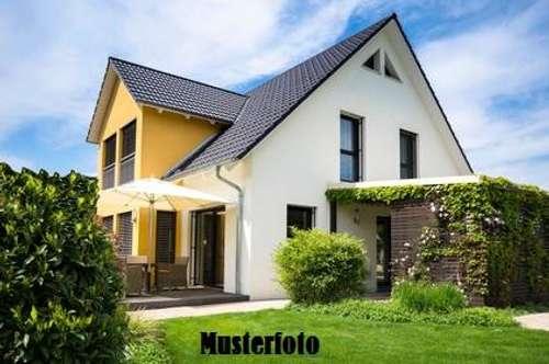+ Einfamilienhaus mit Gartenhütte +