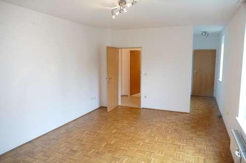 Ruhige 2 Zimmer EG Wohnung im Zentrum Traun TOP 15