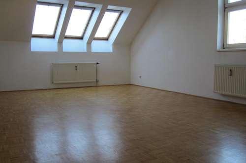 3-Zimmer-Dachgeschoßwohnung in ruhiger Lage