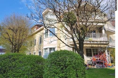 Sonnige 3 Zimmer Maisonette-Wohnung mit Dachterasse und TG Platz mit Traumblick!