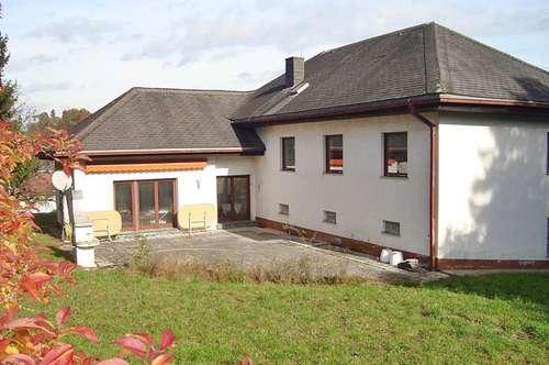 Sanierungsbedürftiges Einfamilienhaus in begehrter Waltendorf/Ries - Lage mit großem Grund