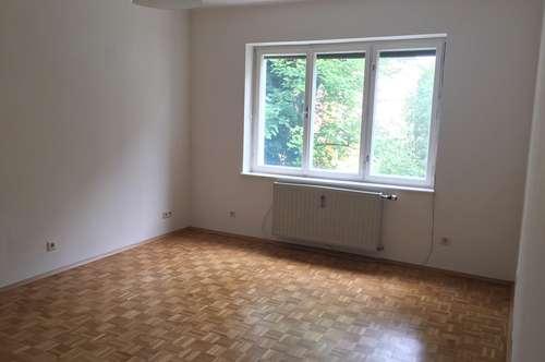Helle, provisionsfreie, renovierte 3-Zimmer WG Wohnung