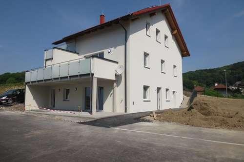 Erstbezug! Sonnige Gartenwohnung in Steyregg, 85 m² WNFL + 26 m² Terrasse + ca. 100 m² Eigengarten, 2 KFZ-Abstellplätze!