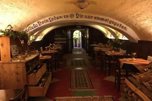 Historischer Dreikanthof im Thermenort Bad Tatzmannsdorf mit Wein-Gewölbekeller