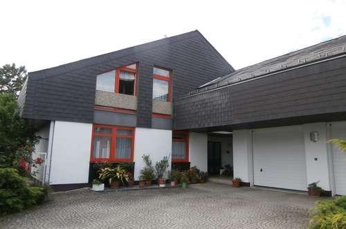 Großzügiges Architektenhaus mit sonnigem Garten !
