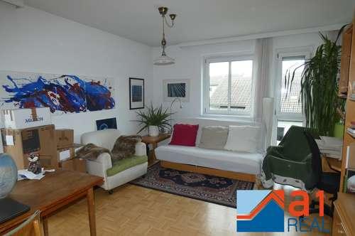 Perfekt aufgeteilte Wohnung mit Loggia und Tiefgaragenplatz am Froschberg!
