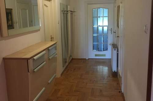 zentrale 3 Zimmer Wohnung - WG geeignet