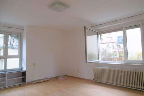 Helle 2-Zimmer-Wohnung mit Balkon in Grünruhelage